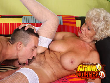 Stocking Granny Francesca Enjoys Oral